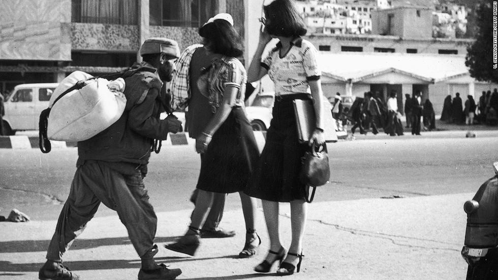 women-in-afghanistan-1978.jpg