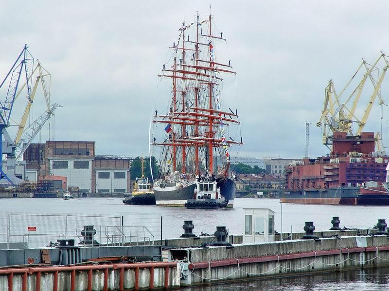 20 июля, в 10.00, Петербурге, на наб. Лейтенанта Шмидта, встреча парусника Седов из кругосветного плавания