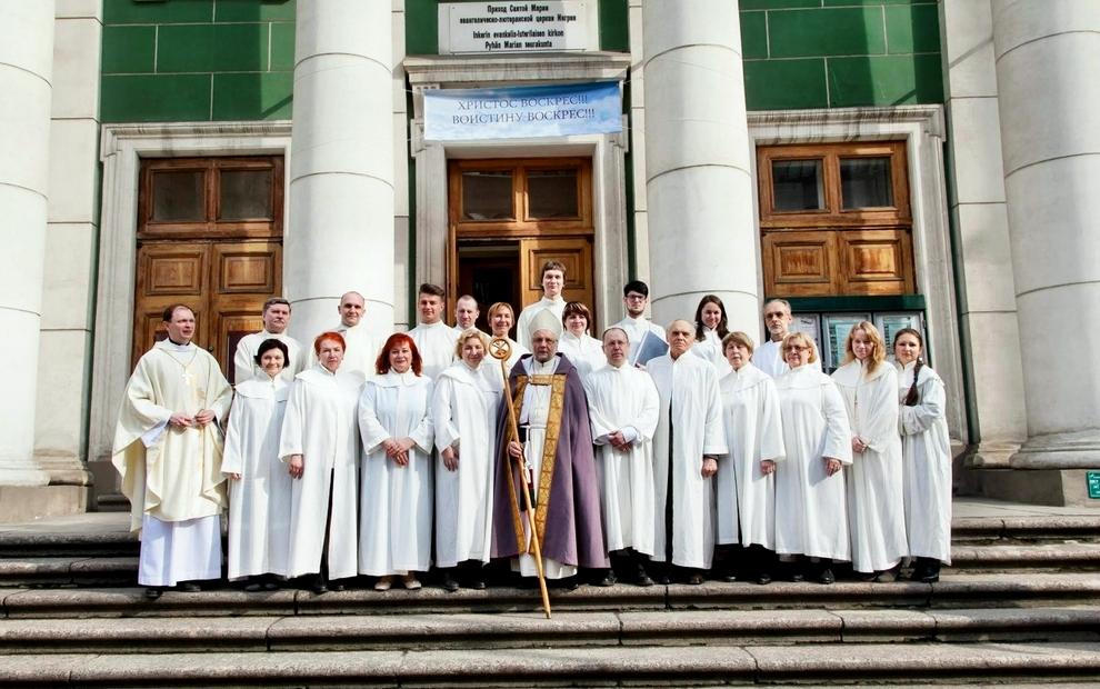 Фотографии крестин в церкви природе