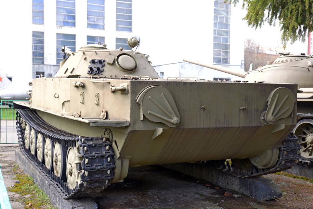 Советский плавающий танк ПТ-76.