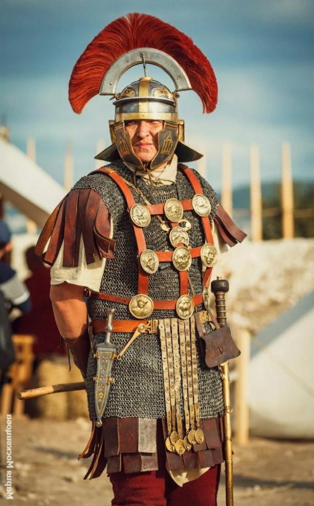 Зачем ромейским центурионам гребни на шлемах?