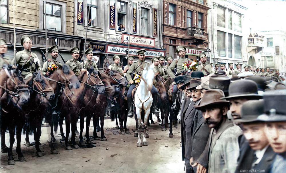 Жители города Львова встречают Русскую Императорскую армию, сентябрь 1914 года.