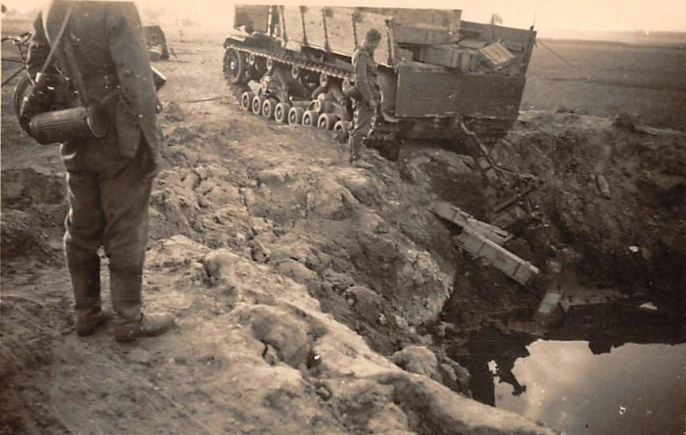 Vormarsch-Panzer-III-an-88-cm-Flak-36.jpg
