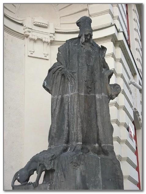 Памятник Бецалелю у Новой Ратуши в Праге