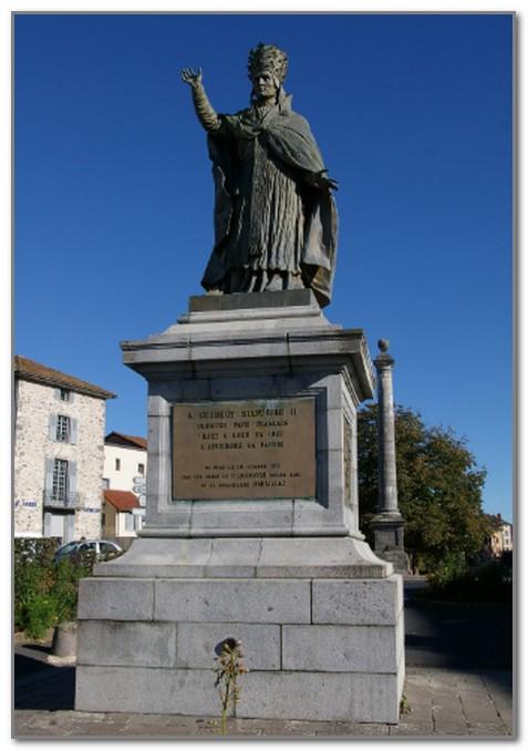 Памятник Герберту в Орильяке
