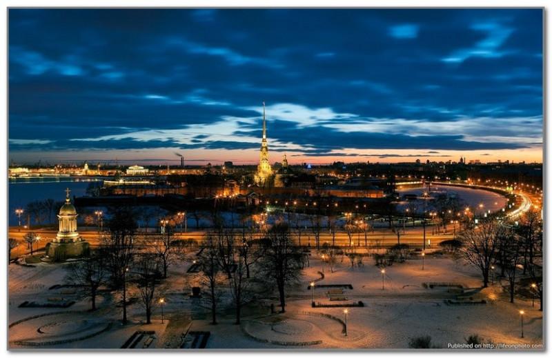 Еще один известный открыточный вид. Теперь уже на Петропавловку и Кронверкскую набережную.