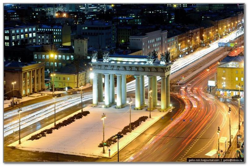 А вот это уже совсем мой Питер. Московские триумфальные ворота. Работа в трех минутах ходьбы от них. Каждое утро мимо проезжаю.