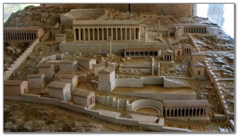 Храм Аполлона в Дельфах (реконструкция)