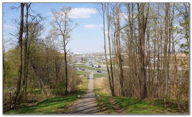 Вид на Пулковское шоссе с одноименной горы. Вот это и есть линия меридиана