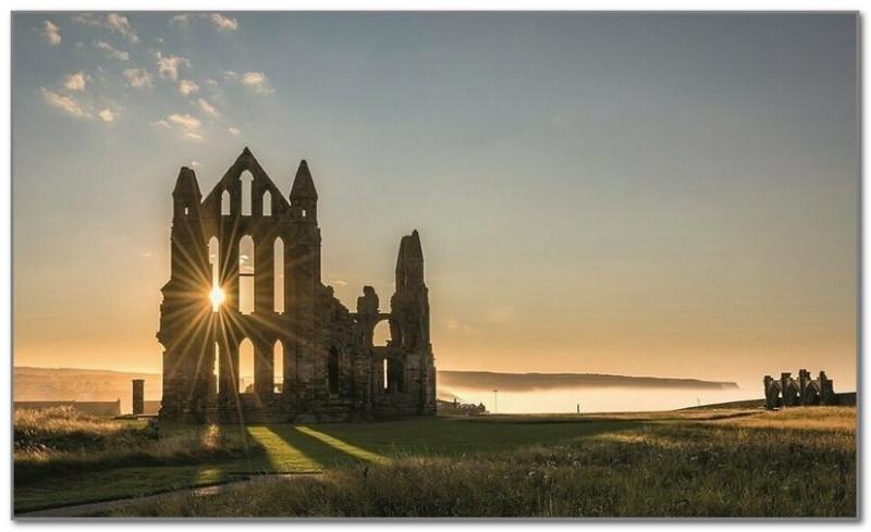 Руины аббатства Уитби в Великобритании