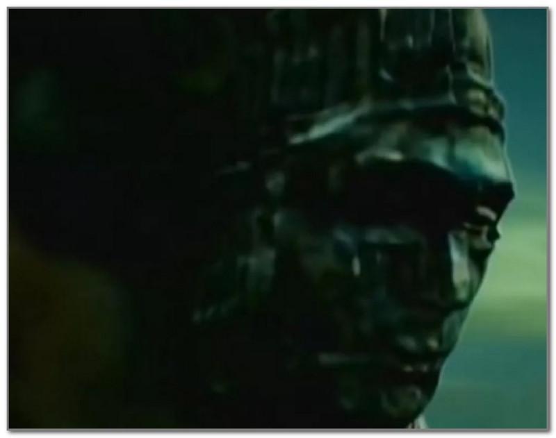 """Кадр из документального фильма """"По следам тайны"""", посвященного статуе"""