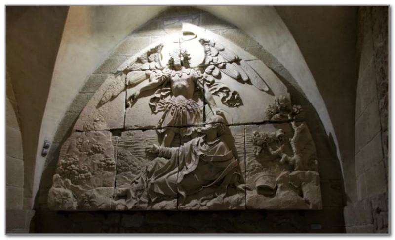 Рельеф о видении святого Обера