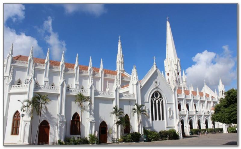 Собор св. Фомы в Мадрасе. Рядом находится усыпальницу апостола
