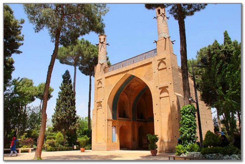 Мечеть над могилой дервиша в Исфахане