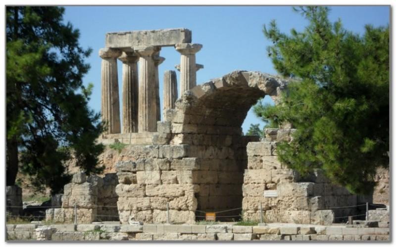 Руины храма Афродиты в Коринфе