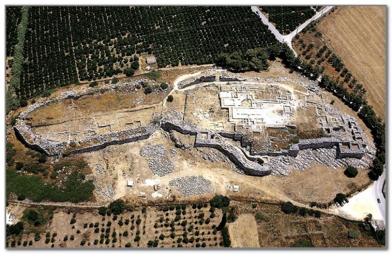 Руины огромной цитадели Тиринфа