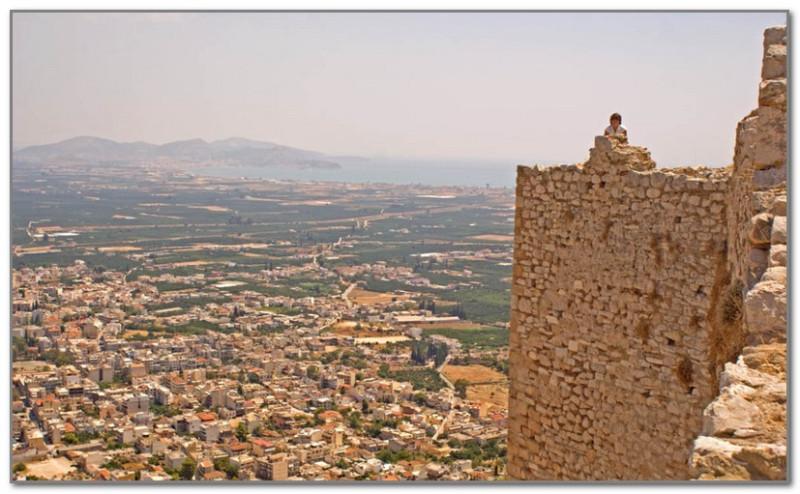 Вид на современный Аргос со стен древней крепости