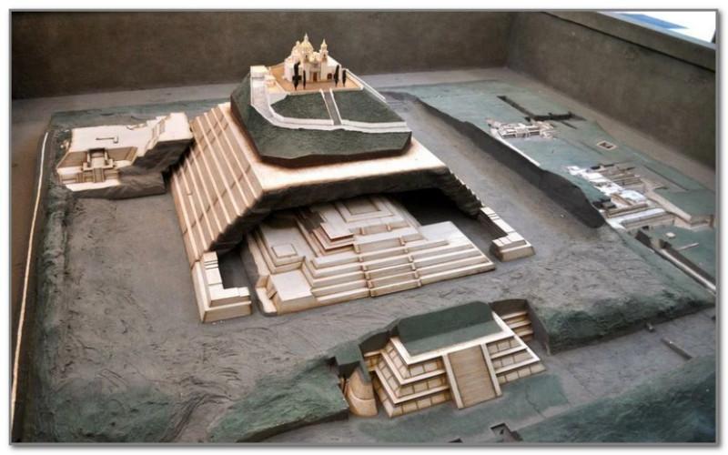 Макет исследованных частей пирамиды Чолулы