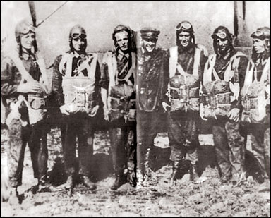 Группа Якова Мошковского перед прыжком