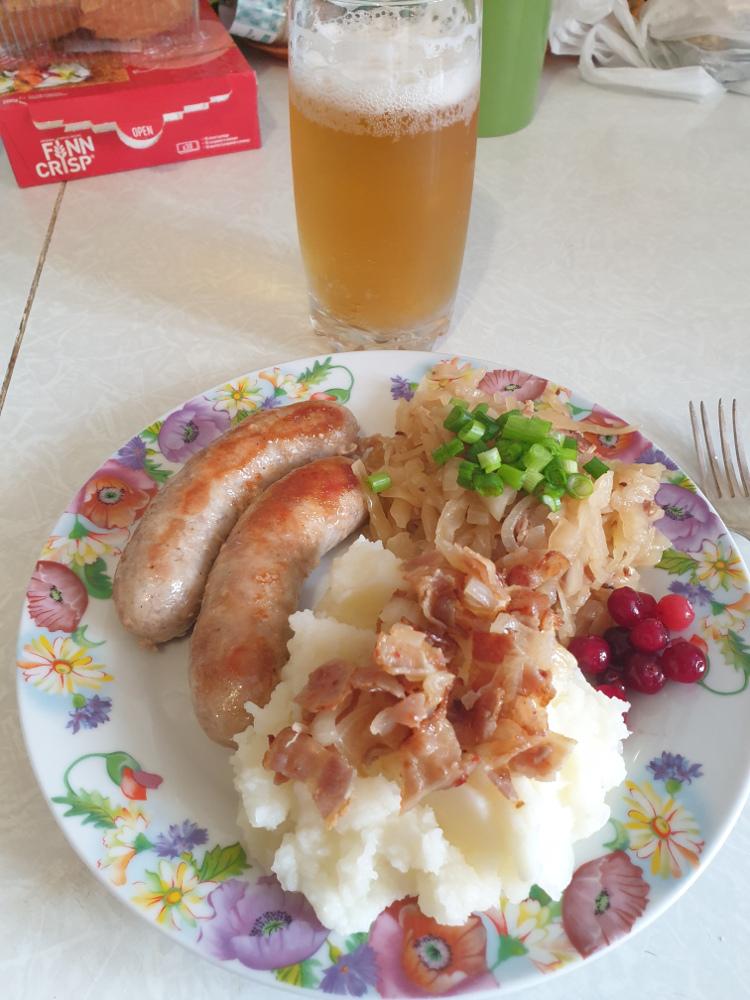 Пиво, кстати, немецкое ).