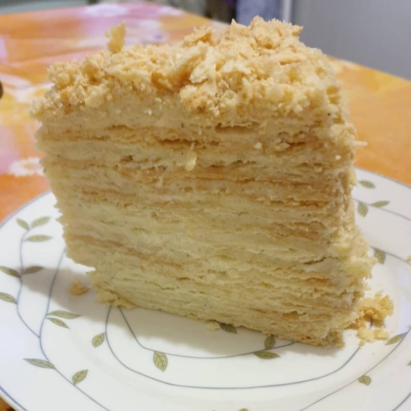 Разрез был сделан уже на следующий день. Торт уплотнился, коржи пропитались.