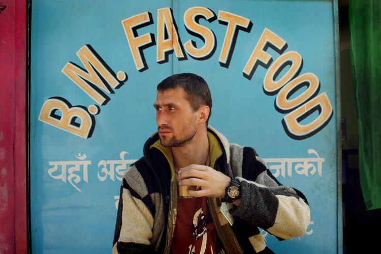 Nepal. Siddhipur. Max Drukpa drinking masala tea.