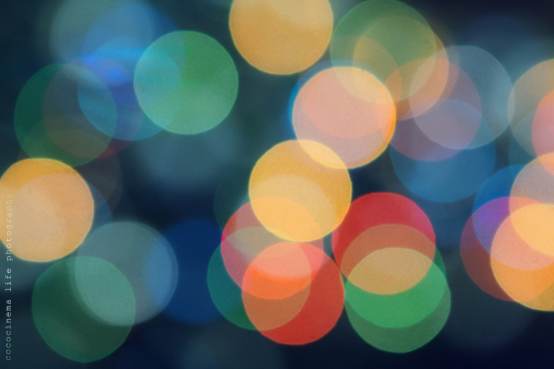Background - Christmas garland - multi-colored bokeh