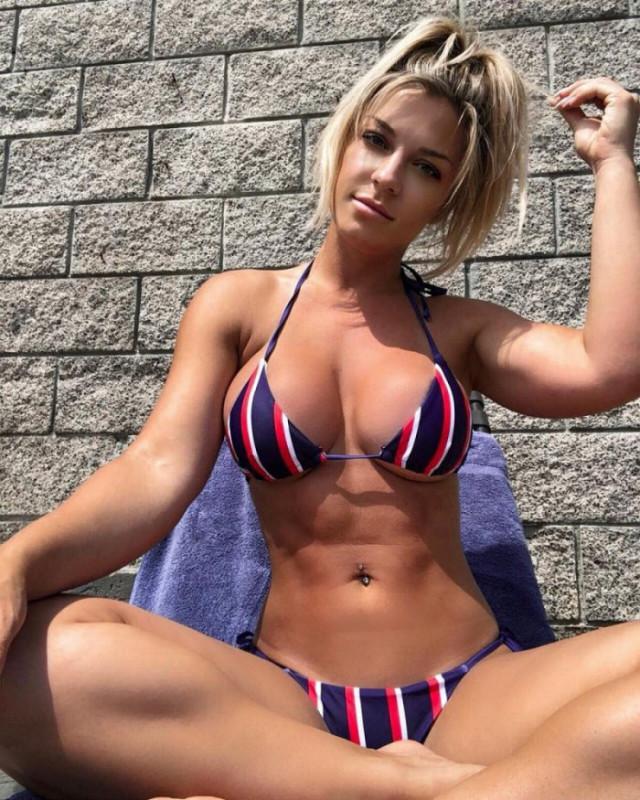 devushki_s_formami_v_bikini_34_foto_20.jpg