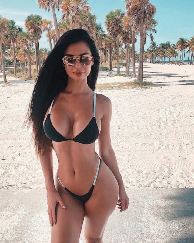 devushki_s_formami_v_bikini_34_foto_3.jpg