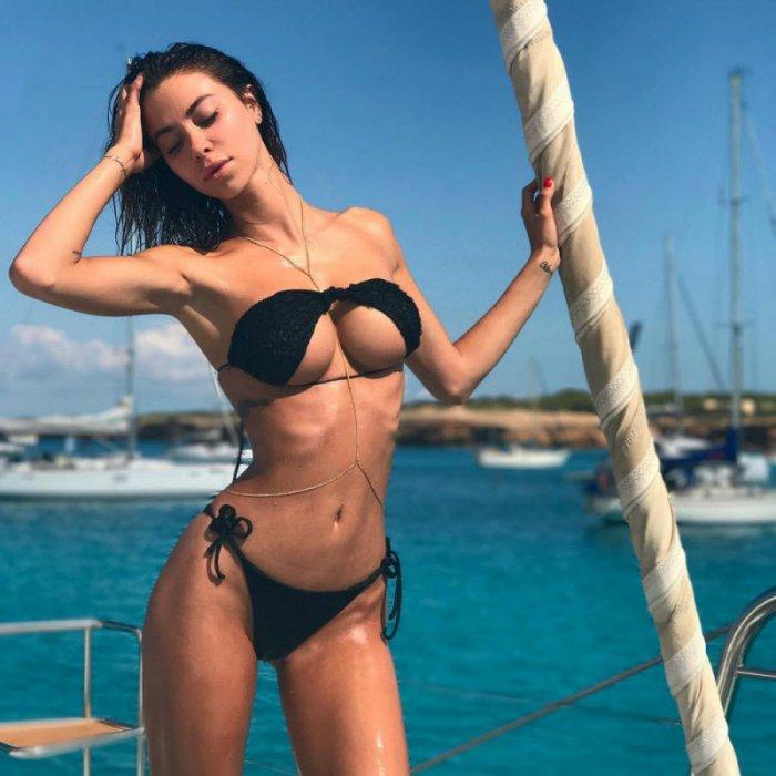 devushki_v_perevernutom_bikini_19_foto_4.jpg