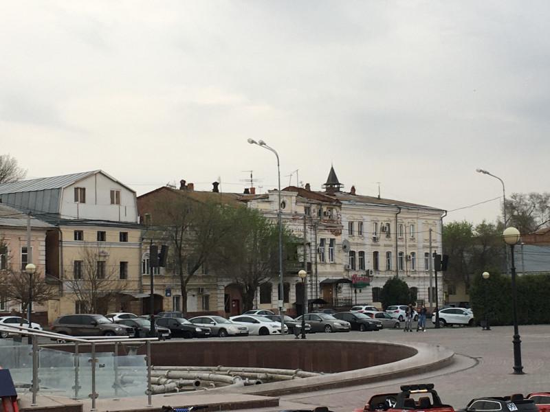 Максима Горького, Набережная
