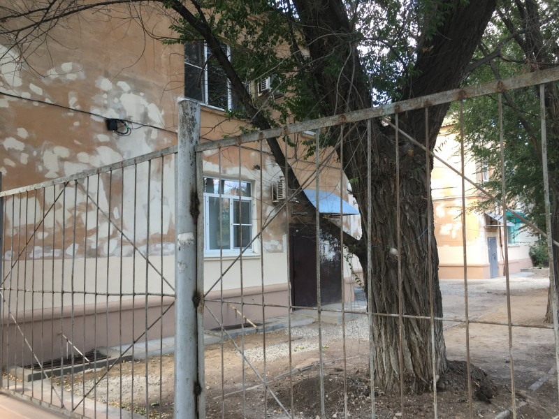 Один из колоритных дворов на Моздокской