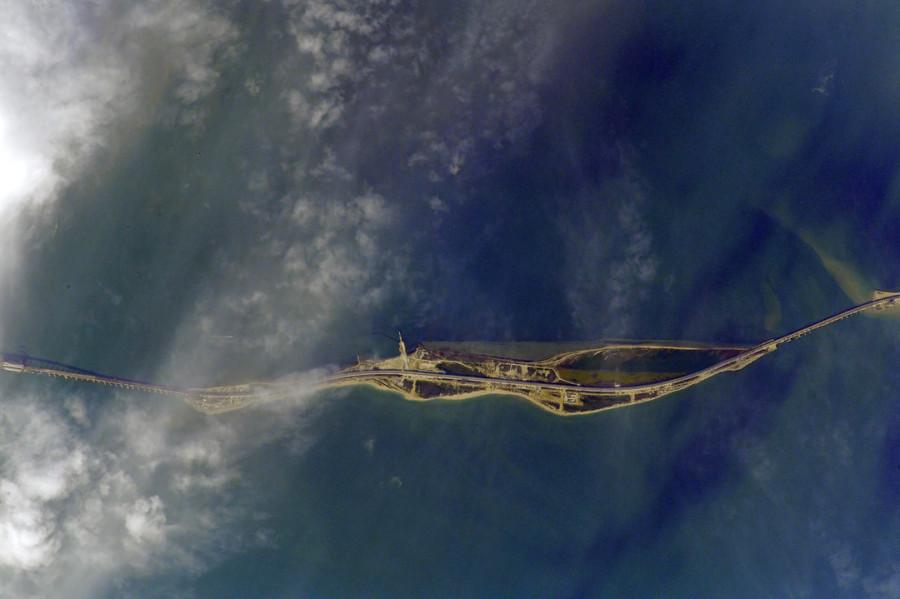 Крымский мост перед открытием. Вид из космоса