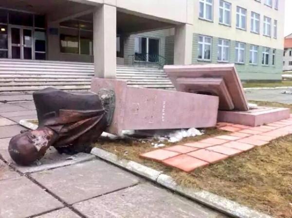 Двое жителей Запорожья стали заложниками, попав в захваченное здание СБУ в Луганске, - СМИ - Цензор.НЕТ 8755