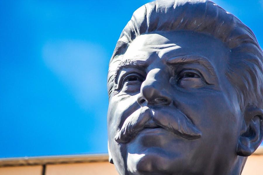 В Новосибирске открыт памятник Сталину