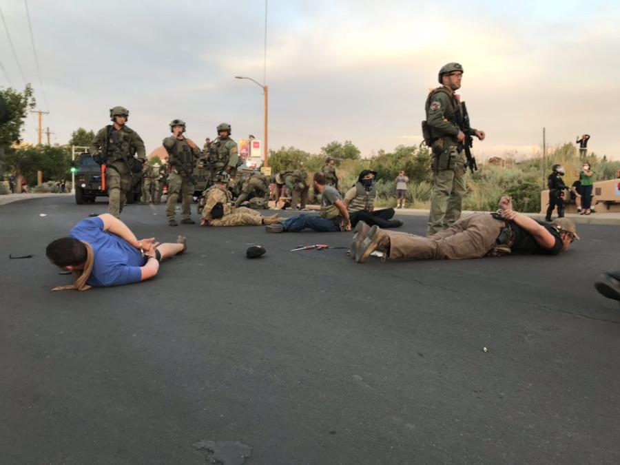 Силы самообороны на защите конкистадора в Альбукерке