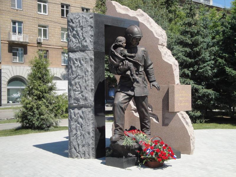 Памятник пожарным и спасателям.jpg