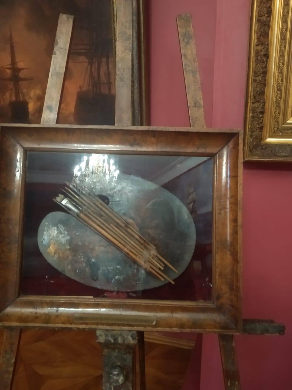 а это фото палитры Айвазовского сохранил на своей странице Влад Луцев (  https://www.facebook.com/photo?fbid=1038228783269699&set=a.215246092234643 )