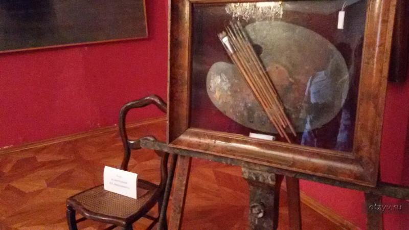 Как-то и на своей странице я прежде сохранял это фото палитры из музея Айвазовского в Феодосии  ( https://vk.com/albums386100810?z=photo386100810_456239084%2Fphotos386100810  но фото из сети, и в самом музее я не был ),