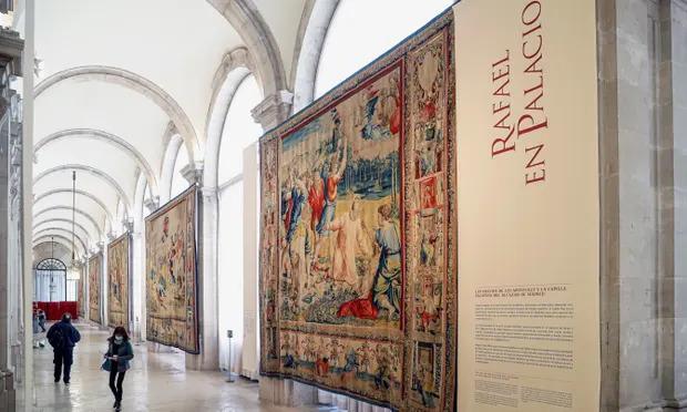 Знаменитые гобелены Рафаэля сейчас выставлены в большой галерее королевского дворца Мадрида, Испанские голуби имели хорошие гадить на Рафаэля.
