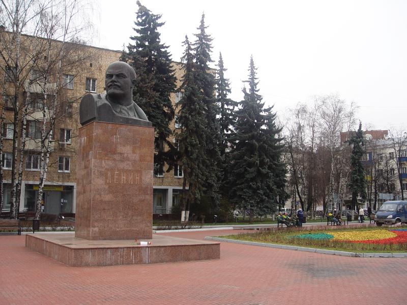 2019: Дедушка Ленин, гвоздики и инопланетяне