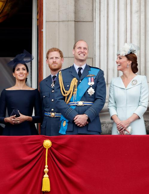 Уильям и Гарри разъезжаются. Два брата делят королевский двор.