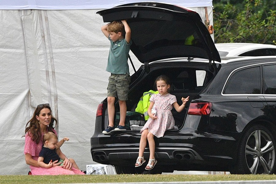 Герцогиня Кембриджская и герцогиня Сассекская с семьями на матче поло.