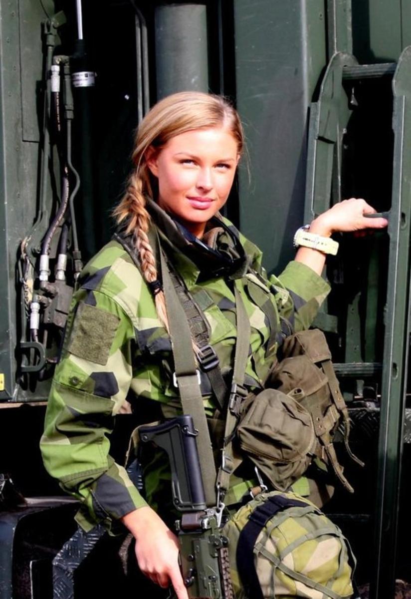 military_girls_44