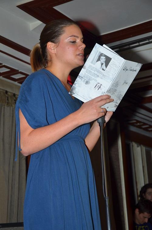 Вера Полозкова читает свои стихи