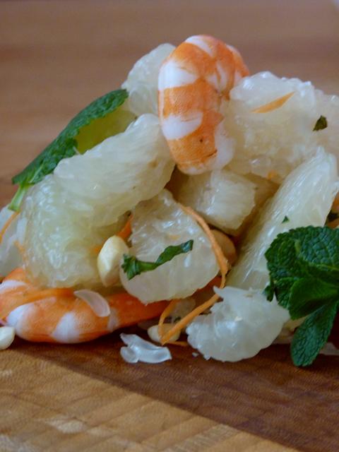 Салат с помело и креветками