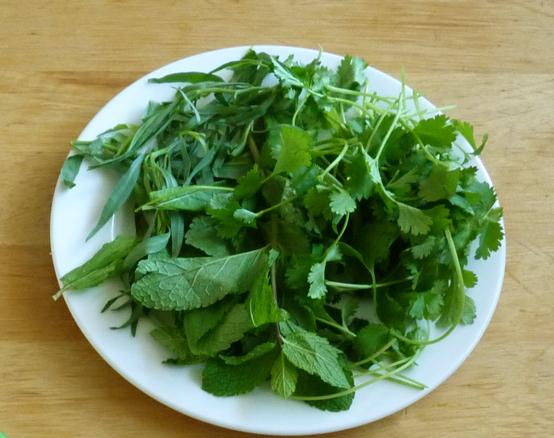 тарелка с зеленью