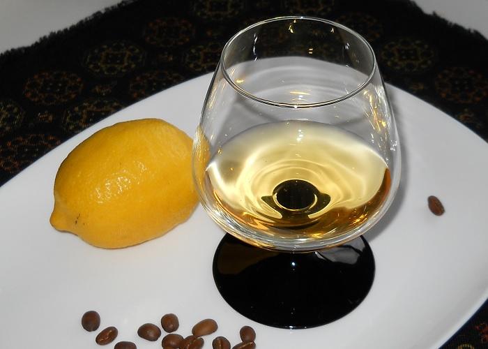 Домашний ликер Лимонно-кофейная бомба