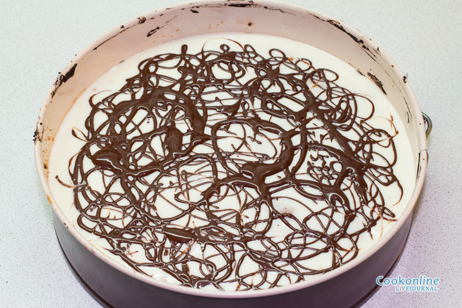 украшаем растопленным шоколадом