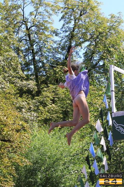 Зальцбург. Чемпионат по прыжкам в воду в народных костюмах